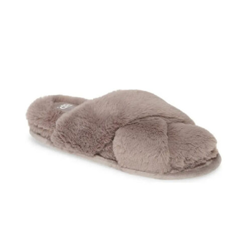 These sandal slippers are so cozy and cute! #ABlissfulNest