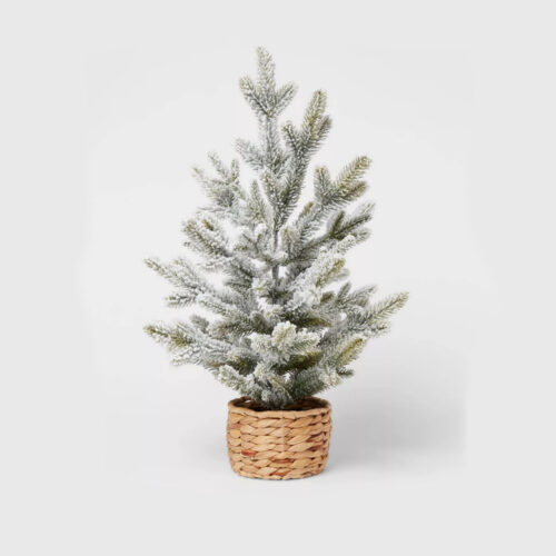 These tabletop flocked Christmas trees are the perfect addition to your home! #ABlissfulNest