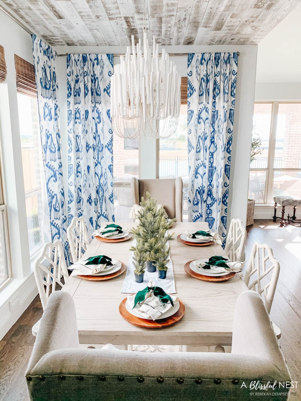 Blue and white dining room with Christmas decor. #ABlissfulNest #christmasdecor #diningroom