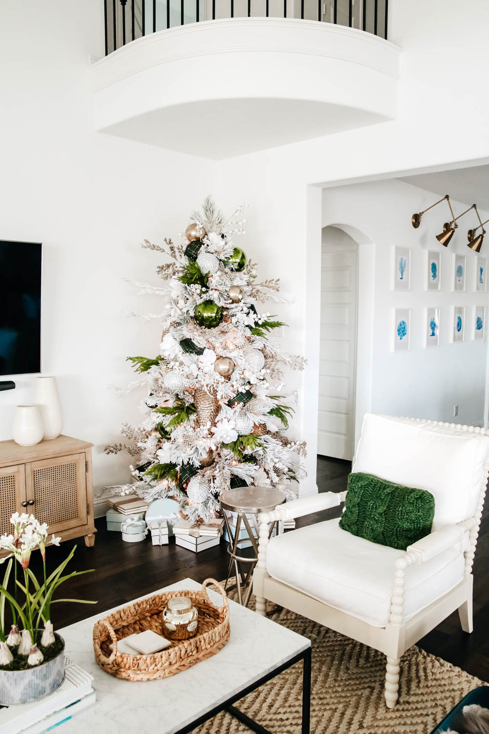 How To Decorate A Christmas Tree Like A Designer A Blissful Nest