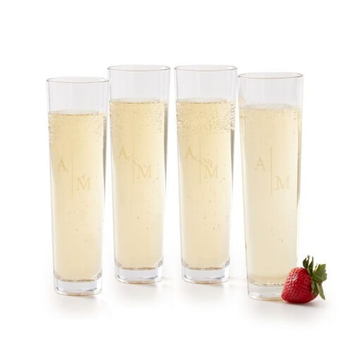 These champagne flutes are stunning - what a great gift to give! #ABlissfulNest