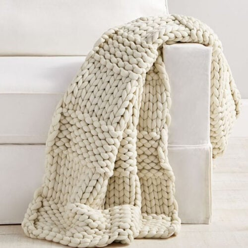 This chunky knit throw blanket is such a great gift! #ABlissfulNest