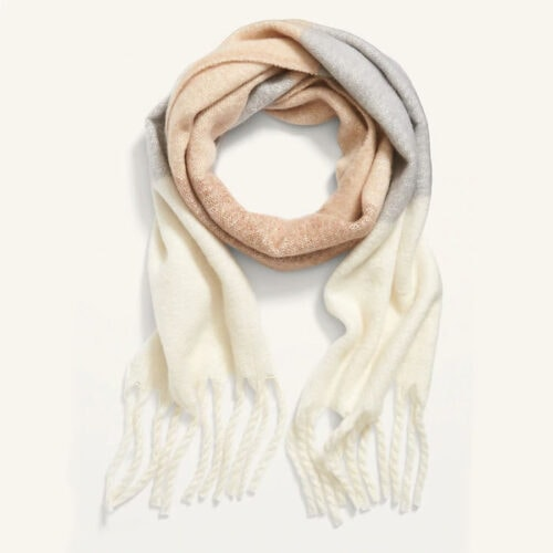 This scarf is SO cute and simple - perfect for anyone! #ABlissfulNest