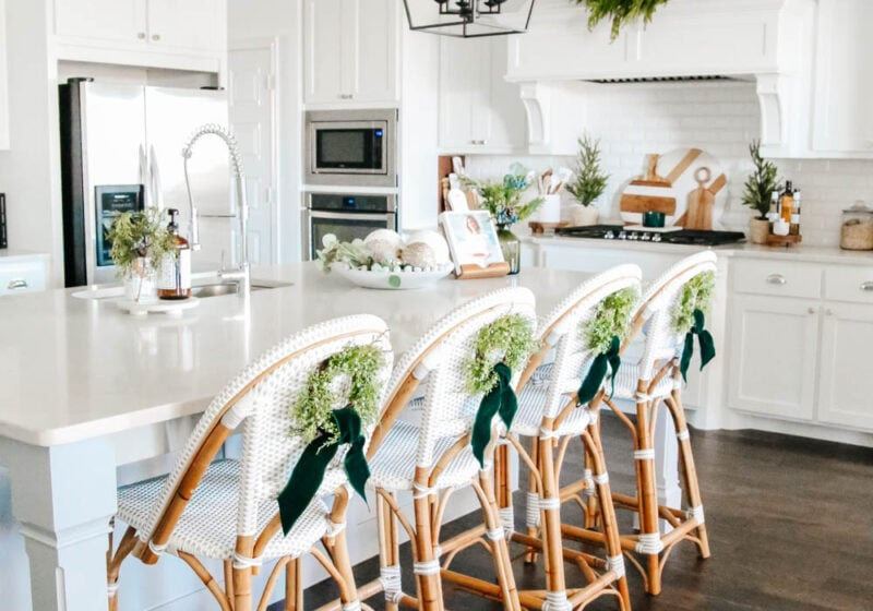 Christmas kitchen decor ideas, Christmas decorating. #ABlissfulNest #Christmasdecor #Christmaskitchen