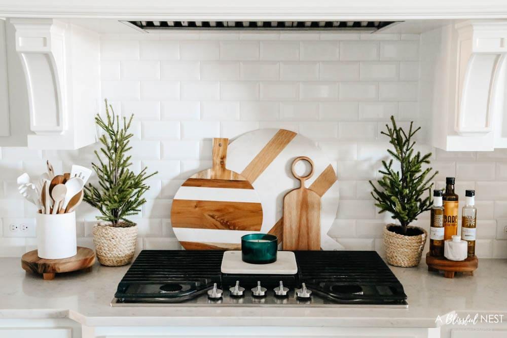 Christmas kitchen decor, Christmas decorating, Christmas home tour. #ABlissfulNest #Christmasdecor #Christmaskitchen