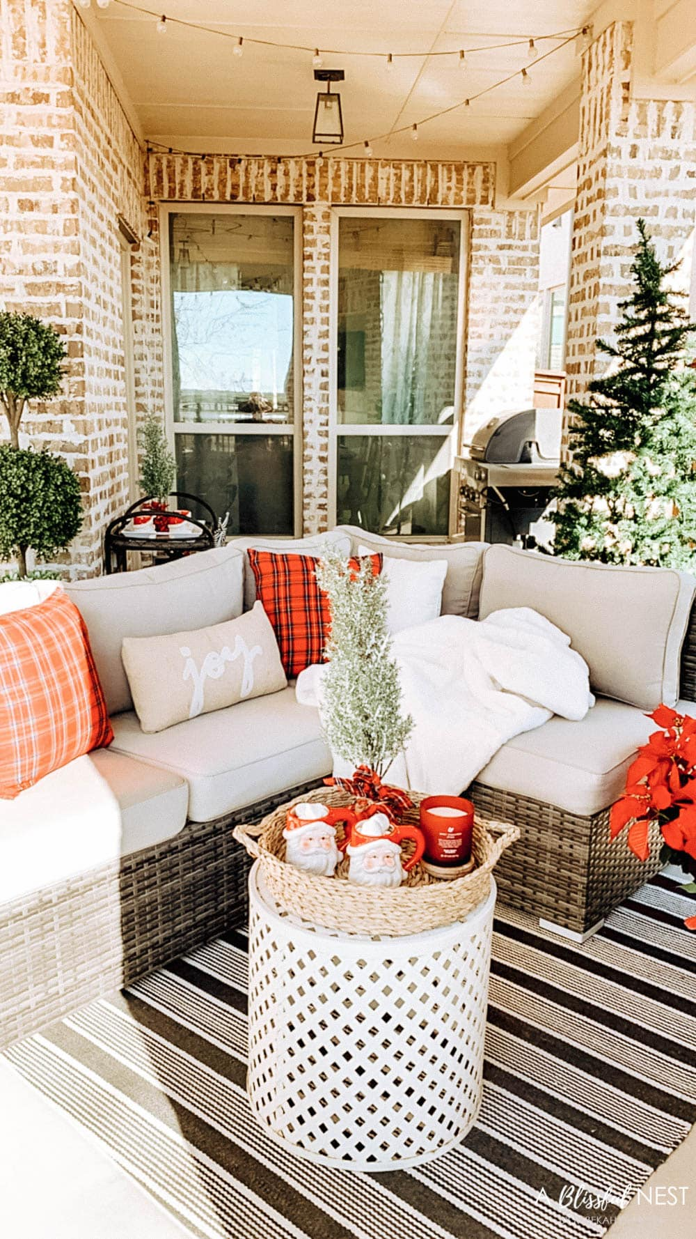 Creating A Cozy Outdoor Space for The Holidays