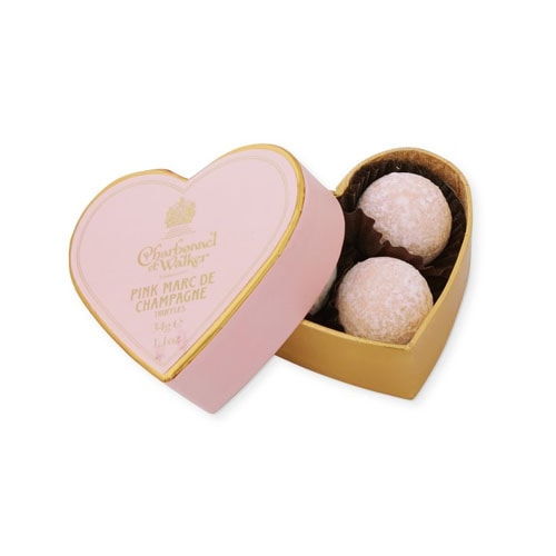 These mini chocolate truffles are such a great gift to give this Valentine's Day! #ABlissfulNest