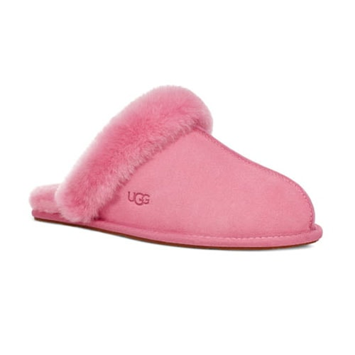 These UGG slippers are so comfy and cute - perfect Valentine's Day gift! #ABlissfulNest