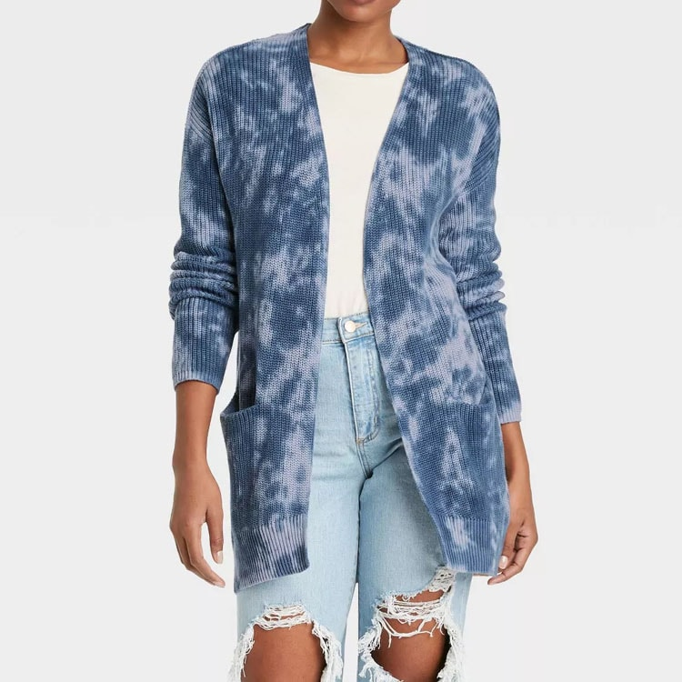 This blue tie dye cardigan is such a fun and comfy piece that you can dress down or up! #ABlissfulNest