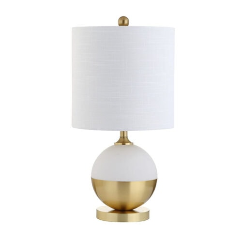 This white and gold table lamp looks like it was so expensive, but it's under $50! #ABlissfulNest