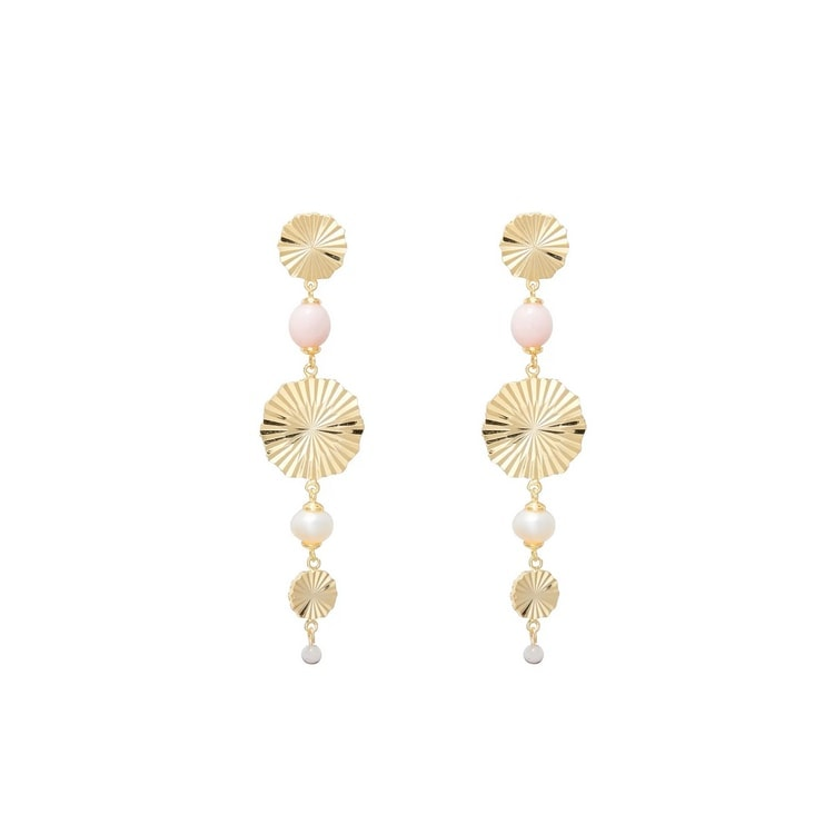 These gold drop earrings are so stunning and perfect for spring! #ABlissfulNest