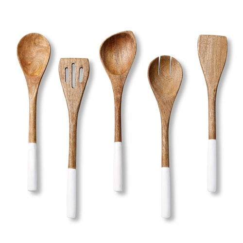These white dipped wooden utensils are so beautiful and a must have for your kitchen! #ABlissfulNest