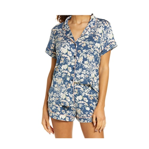 This floral pajama set is a perfect Mother's Day gift idea! #ABlissfulNest