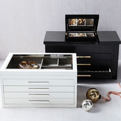 This jewelry box is such a great size and will fit all of her jewelry! #ABlissfulNest #MothersDay