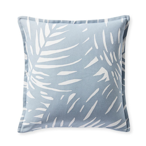 This blue palm printed throw pillow is a gorgeous addition to your outdoor decor setup this season! #ABlissfulNest
