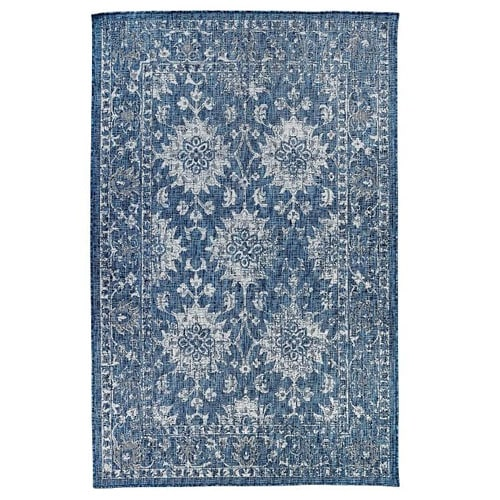 This blue floral outdoor rug would look so pretty with your outdoor living setup this spring! #ABlissfulNest