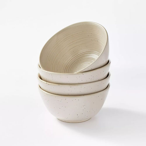 These outdoor stoneware bowls are a must for dining this season! #ABlissfulNest