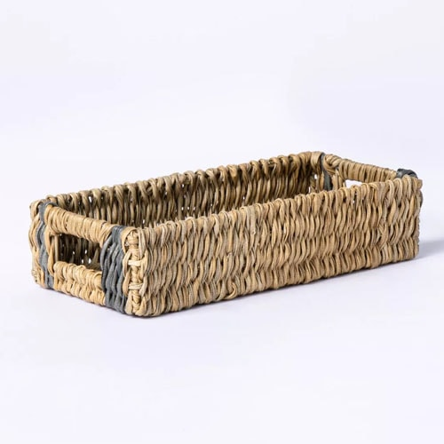 This wicker tray is a must have for outdoor dining this spring! #ABlissfulNest