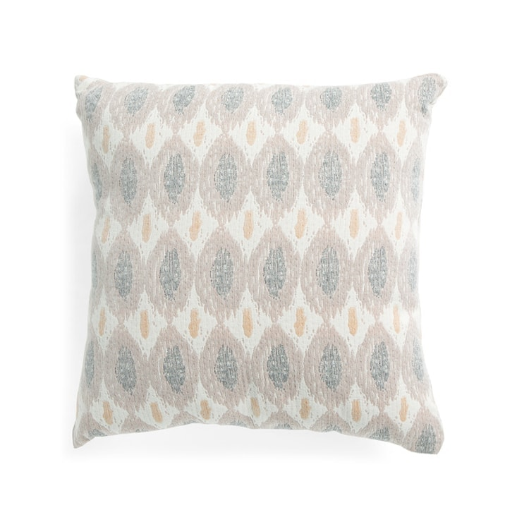 This pastel textured throw pillow is a perfect addition to your home for spring! #ABlissfulNest
