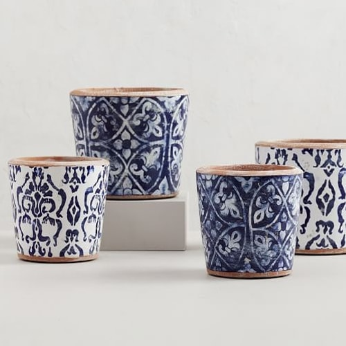 These navy and white painted ceramic planters are so pretty! #ABlissfulNest