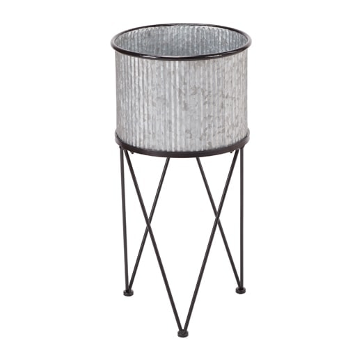 This galvanized metal planter is such a fun piece of outdoor decor! #ABlissfulNest