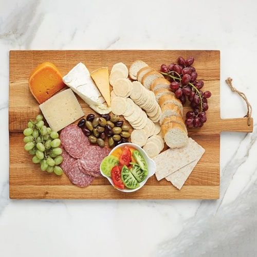 This reclaimed oak cheese board is perfect to make your next charcuterie! #ABlissfulNest