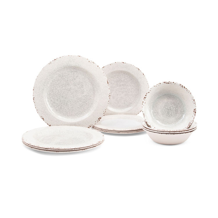 This outdoor melamine dinnerware set is a must have for summer entertaining! #ABlissfulNest
