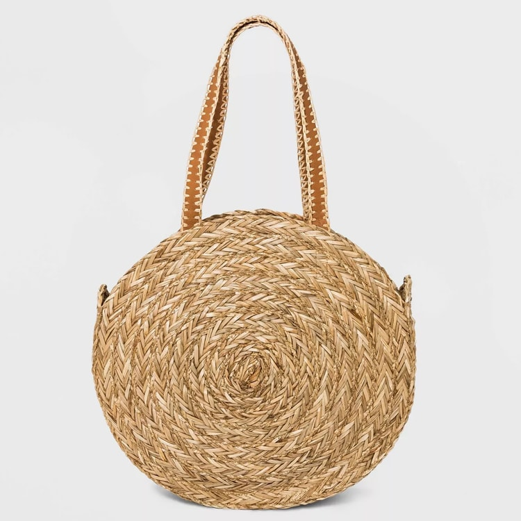 This straw circle tote bag is such a fun bag to use all summer! #ABlissfulNest