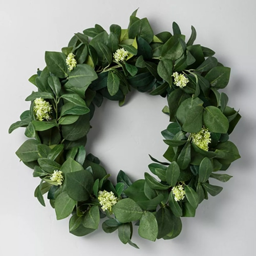 This wreath is a beautiful, simplistic summer wreath for your front door! #ABlissfulNest