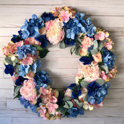This pink and blue hydrangea wreath is a must for summer, the colors are gorgeous! #ABlissfulNest