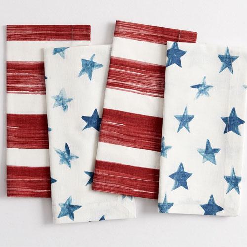 ¡Estas servilletas de lino de acuarela con estrellas y rayas son una gran adición a su configuración de comedor al aire libre este verano!  #ABlissfulNest