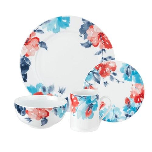 ¡Este juego de vajilla floral rojo, blanco y azul es perfecto para usar durante todo el verano y un juego que tendrá durante muchos años!  #ABlissfulNest