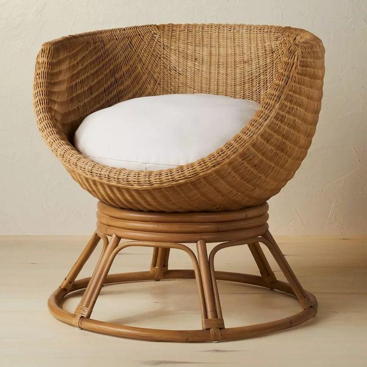 ¡Esta silla de ratán con forma de huevo hará una gran declaración en tu hogar!  #ABlissfulNest