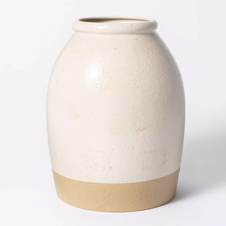 This stoneware vase is such a gorgeous piece to add to your home! #ABlissfulNest
