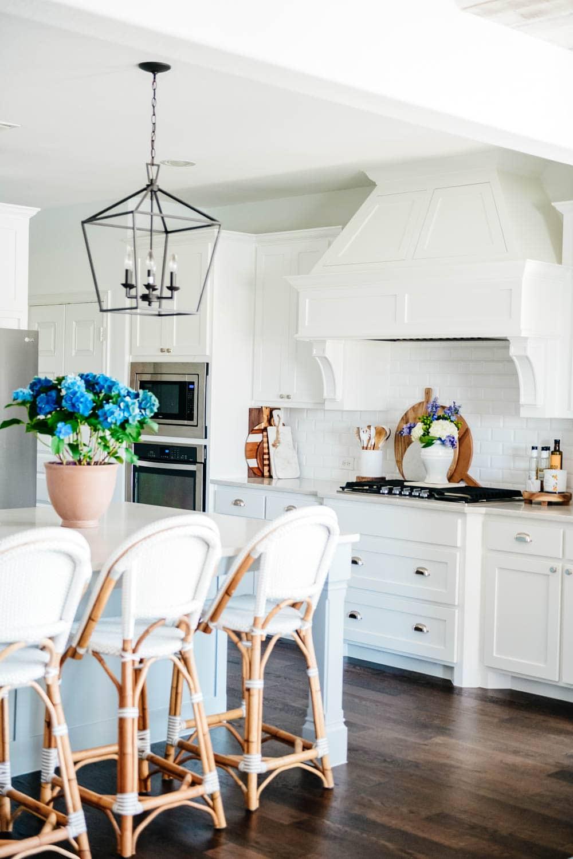 Summer kitchen decor, blue hydrangeas, potted plants, white kitchen, kitchen decor, kitchen decor ideas. #ABlissfulNest #whitekitchen #kitchendecor