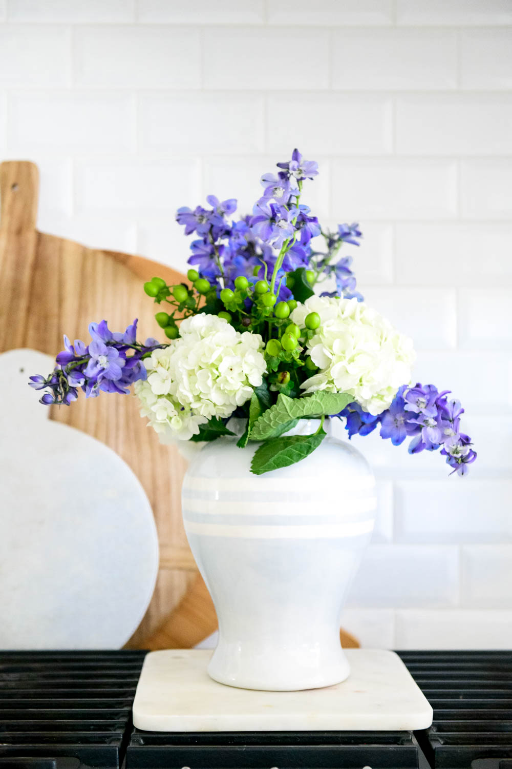 Grocery store flowers, cooktop, kitchen stove, blue and white gingham. #ABlissfulNest #whitekicthen #kitchendecor #kitchenstyle