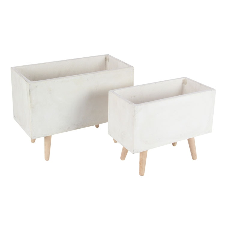 These white planters are a must have in your outdoor living space! #ABlissfulNest