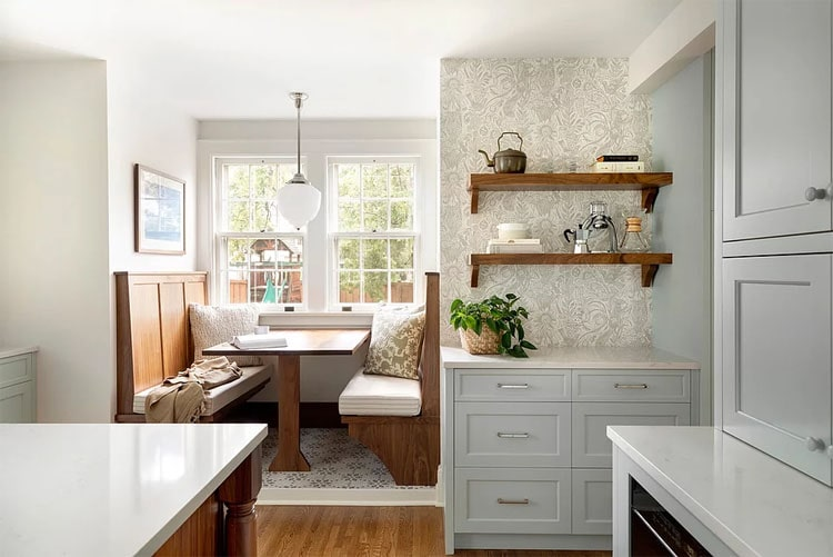This neutral eat-in kitchen is so gorgeous!