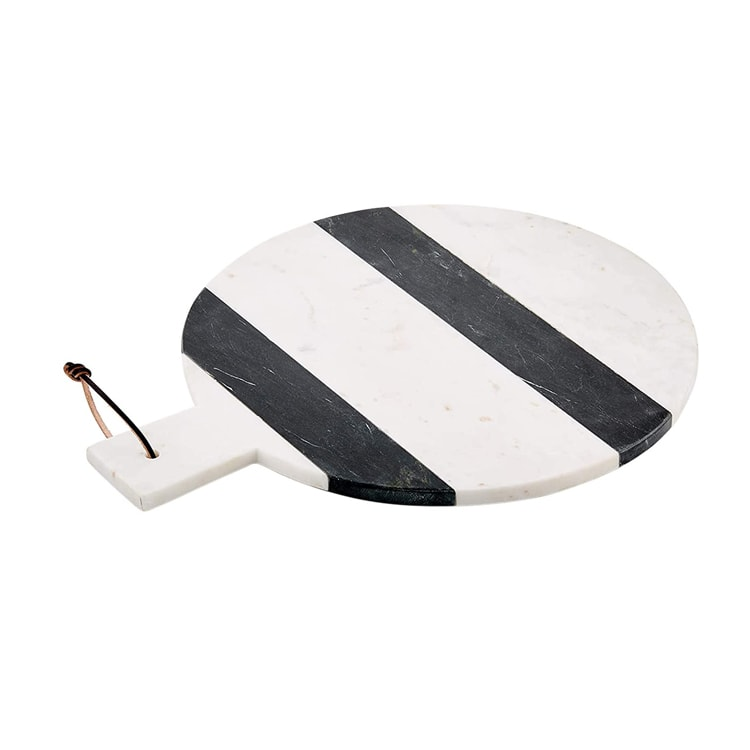 This black striped marble serving board is a stunner and perfect for your kitchen this fall! #ABlissfulNest